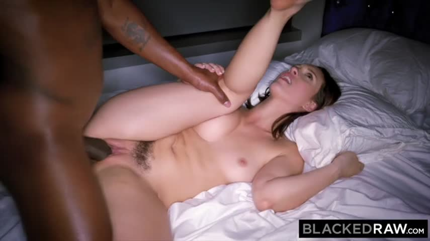 The Negro picked himself an elite whore with hairy pubis and her hard fucked in hotel