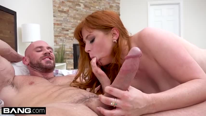 Redheaded milf gets an orgasm from a quick hot sex with a Horny man