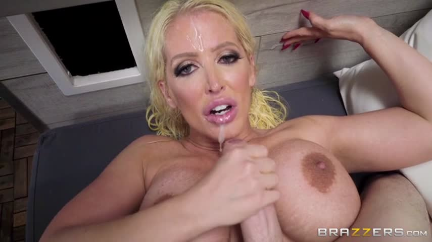 Mature blonde in the bath relaxes your body with a young hot guy
