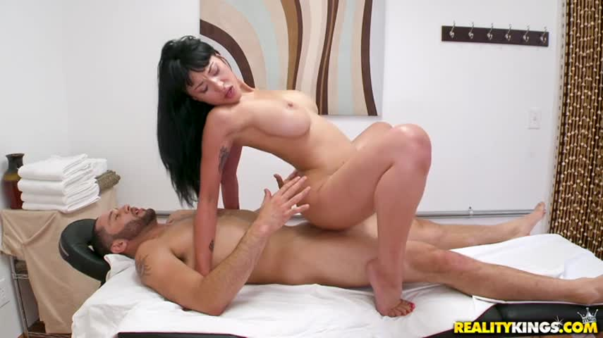 Mature brunette with big Tits makes erotic massage bearded client